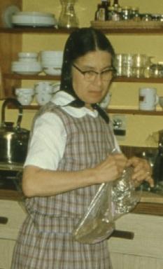 Bruderhof Frau